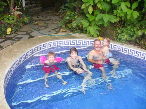 mono azul pool